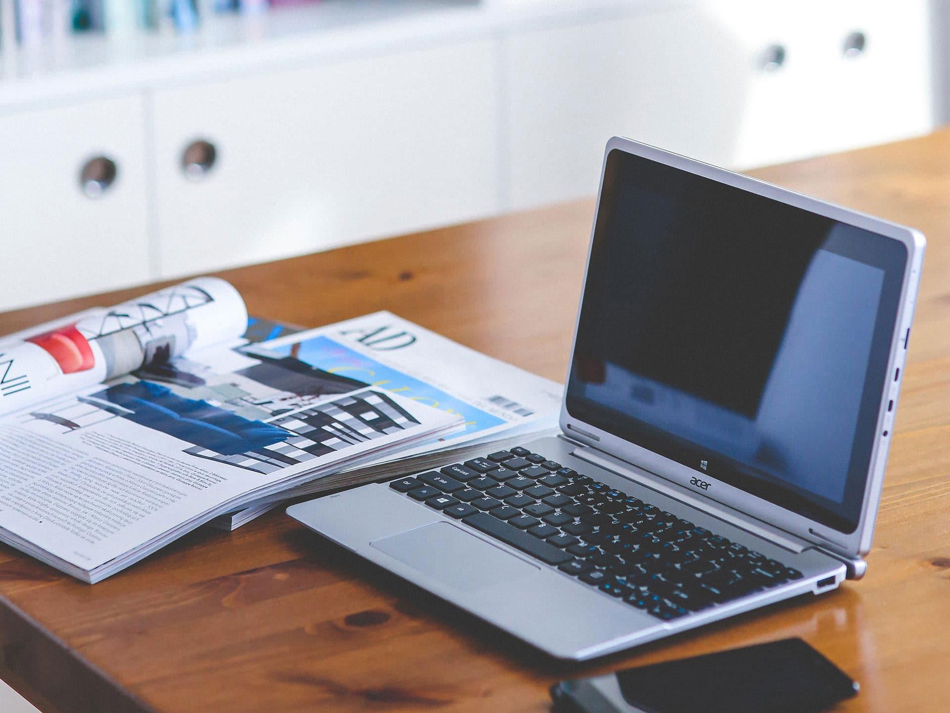 Arbeitsplatz Webseiten erstellen auf Laptop