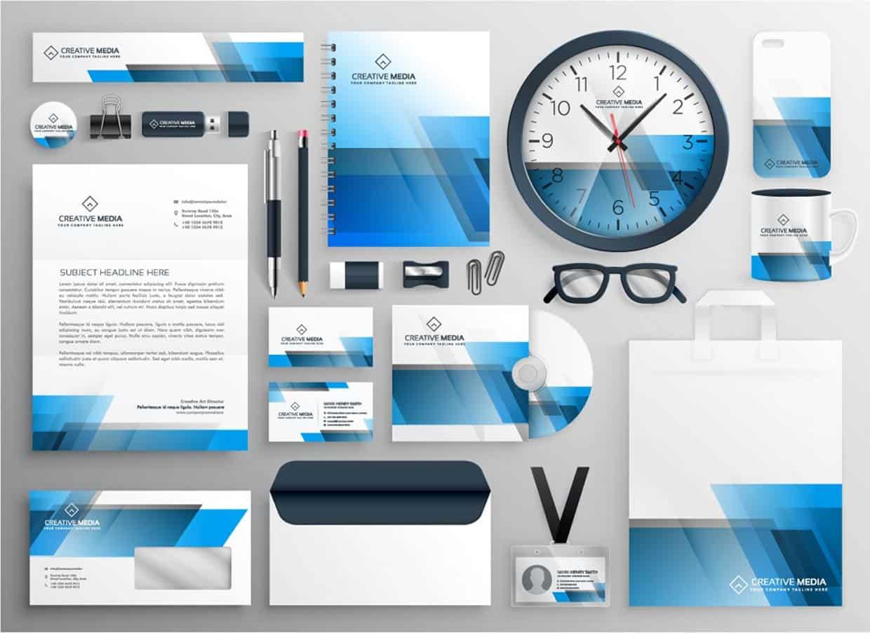 Bild zeigt Geschäftspapiere und Utensilien im cd-ci